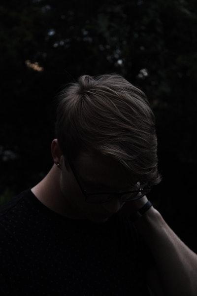 首こり、肩こりと「頭痛・目のかすみ・耳鳴り」の関係